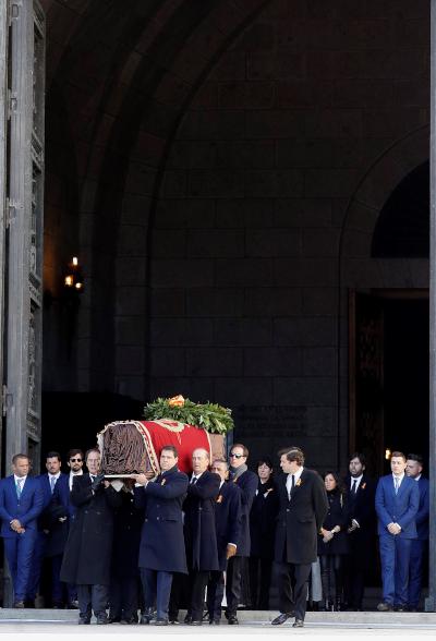 EFE recibe felicitaciones de los medios por la cobertura de la exhumación de Franco