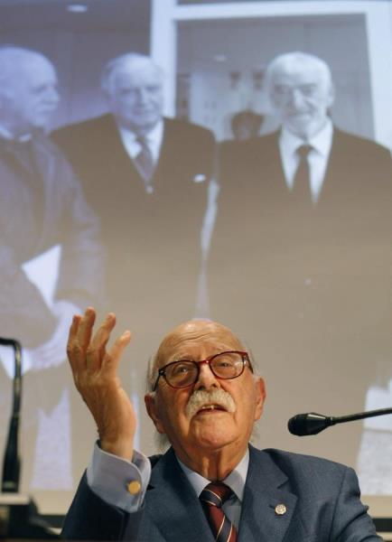 Fallece a los 91 años el periodista Albino Mallo, exdelegado de EFE en Galicia