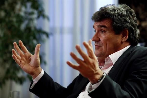 Los medios reconocen el trabajo de Efe en la entrevista con el ministro José Luis Escrivá