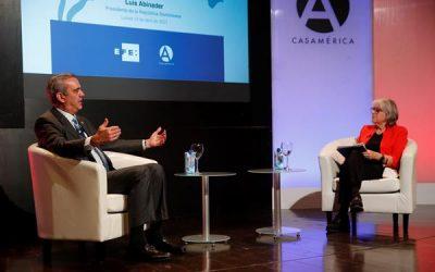 La presidenta de EFE, Gabriela Cañas, entrevista al presidente de la República Dominicana